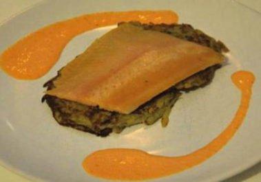 Truite fumée à chaud röstis et crème de poivron au piment d'Espelette